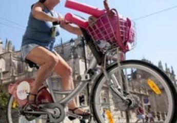 Carriles segregados, aparcamientos en estaciones y bicis al tren: la estrategia del Gobierno para fomentar la bicicleta