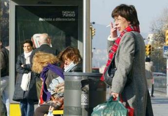 Fumar estará prohibido en las paradas de autobús de València