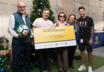 Las Palmas G. C.: Guaguas dona a fundación contra la Leucemia su recaudación solidaria de Navidad
