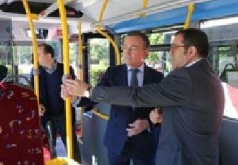 León presenta dos nuevos vehículos que mejorarán la accesibilidad