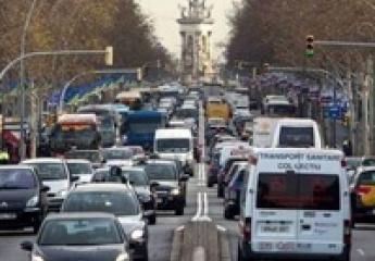 Más de 5.500 personas han desguazado su coche en Barcelona a cambio de la tarjeta de transporte público gratuito