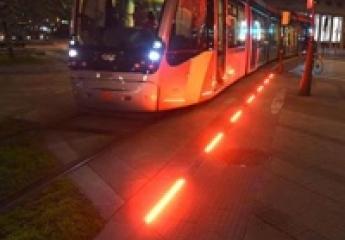 El tranvía de Zaragoza estrena balizas que advierten de su paso