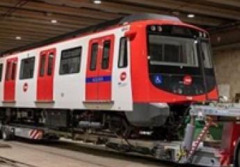 TMB recibe el primero de los trenes con los que reforzará el servicio del metro de Barcelona