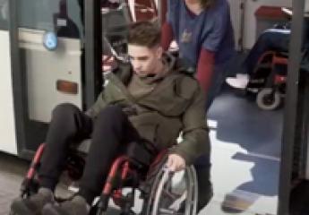 Transports Metropolitans de Barcelona trabaja por la mejora de la movilidad de las personas con discapacidad de origen neurológico
