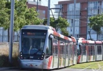 El tranvía de Zaragoza circula por primera vez en doble composición