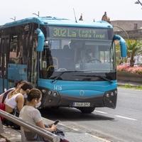 El 25% de usuarios de Global en Gran Canaria utiliza la guagua aun teniendo coche