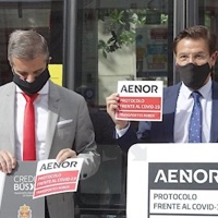 Los autobuses de Transportes Rober, Granada, reciben el certificado de Aenor frente a la covid-19