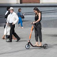 El reto de las ciudades con los patinetes eléctricos