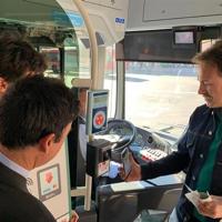 EMT València estrena un proyecto piloto de pago con tarjeta