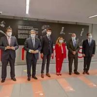 Una exposición homenajea en Metro Bilbao a profesionales sanitarios y pacientes de la pandemia