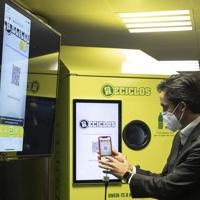 FGC instala máquinas de reciclaje en diez estaciones de Barcelona