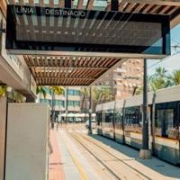FGV instala 80 nuevas pantallas de información en las paradas del tranvía de València