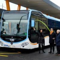 Los cinco autobuses articulados para el Metro- TUS llegan a la ciudad