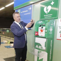 Metro de Madrid instala 259 desfibriladores en toda la red