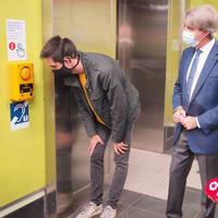 Metro de Madrid estrena interfonos que mejoran la accesibilidad a personas con problemas de audición