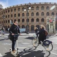 Prohibido circular en patinete eléctrico por la acera en València desde el 8 de junio