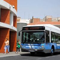 Renfe venderá junto al tren los servicios de taxi, VTC y transporte público de Madrid y Barcelona