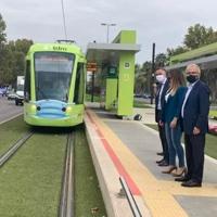 El tranvía de Murcia 'se pone' la mascarilla para reivindicar que es un transporte seguro