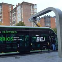Tuvisa prueba los postes de carga de los nuevos buses eléctricos de Vitoria-Gasteiz