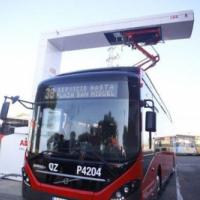 Zaragoza incorpora un vehículo híbrido-eléctrico de carga con pantógrafo
